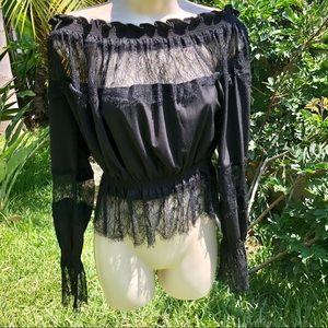NWOT off Shoulder lace blouse 🖤